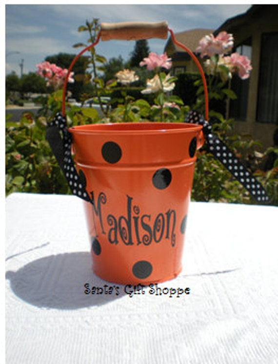 Halloween Bucket Vinyl - Personalized Vinyl Name Decal plus Dots for Bucket - BUCKET NOT NCLUDED - Halloween - Children - Teenagers