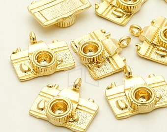 PD-1048-MG / 2 Pcs - Camera Charm Pendant, Matte Gold Plated over Brass / 15mm x 15mm