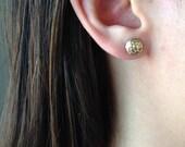 Gold Filled 14 carats ou argent Sterling Soccer minuscule Post boucles d'oreilles, petites boucles d'oreilles or, Sports ou cadeau de Graduation, tous les jours porter des boucles d'oreilles