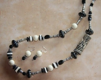 Elephant Walk - Long chunky necklace, earrings in black and ivory