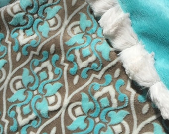 LUXURIOUS Cuddle Fleece Baby Blanket. Premium Minky on both sides with beautiful faux fur edging. 31x36.