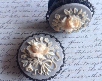 Vintage Flowers - 26mm Plugs