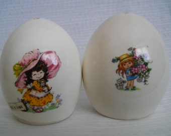 Egg Shaped Salt and Pepper Shakers - vintage, collectible, Taiwan
