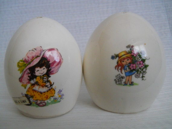 Egg shaped salt and pepper shakers vintage collectible - Egg shaped salt and pepper shakers ...