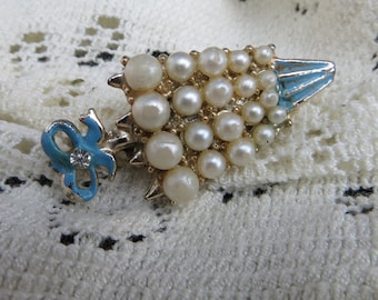Umbrella Brooch Vintage Jewelry with Faux Pearls and Enameled Metal