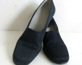 Vintage Charles Jourdan 1980s Shoes Navy Blue Textured Canvas Leather Pump Shoes 6B