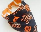 Tigers Fan - Bandana Style Bib - Reversible, Baby Toddler Bib, Cotton Fabric, Bibdanas, Chevron, MLB baseball, Detroit Tigers