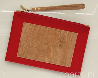 Clutch / zipper pouch / wristlet / purse in red pure wool felt and natural cork. Felt clutch Eco friendly