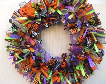 Halloween Decoration, Trick or Treat Decor, Halloween Wreath, Fall Wreath, Fabric Wreath, Ribbon Wreath,  Halloween Party Decor