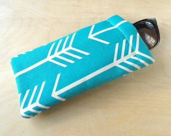 Pinch top fabric sunglasses or eyeglasses case pouch - Turquoise Blue Arrows