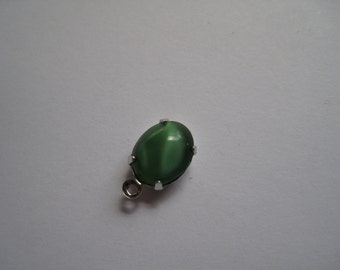 1 Green Pendant in Silver Setting