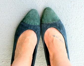 1980s BLUE CRANBERRY Leather Heels.....size 11 women.....blue leather. suede. mod. shoes. heels. pumps. wine. cranberry. fancy. 1980s. glam