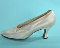 Vintage 1930s Satin Wedding Shoes - Cream Old Hollywood - Bridal Fashions Size 8.5 N