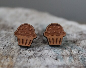 mignonnes puces en bois petit gateau // cute studs earrings wood cupcale (bo-991)