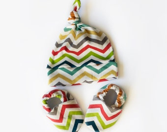 Chevron Baby Gift Set - Organic Cotton Baby Hat and Baby Shoes 0 3 6 12 18 24 Months Red Green Gray Blue Lime. Knotted Hat for Baby. Booties