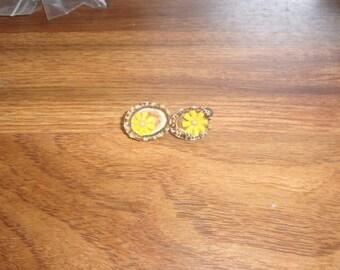 vintage screw back earrings seashells flowers