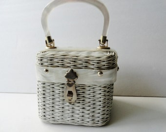 VINTAGE WHITE WICKER 1950s Lucite Handbag|Vintage White Wicker structured Purse|White Minimalist Wedding Purse