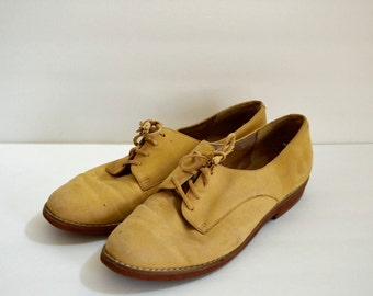 Vintage Liz Claiborne light tan suede oxford shoes with tassel laces / lace up brogues / fall flats