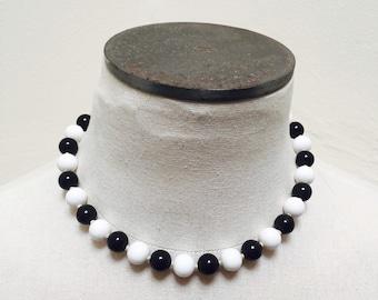 Vintage 1960s Black & White Beaded Necklace