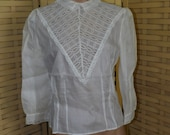 Vintage 1950s Lace Blouse, Buttons in Back, Size M, Excellent Used