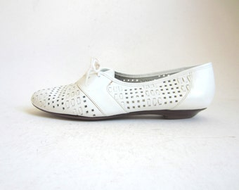 White leather oxfords / lace up oxfords / perforated shoes 7