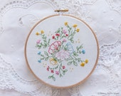 Christmas embroidery, Christmas gifts for her, Flower embroidery - Bouquet of flowers -  Embroidery kit, Diy kit, Hand embroidery, Hoop art