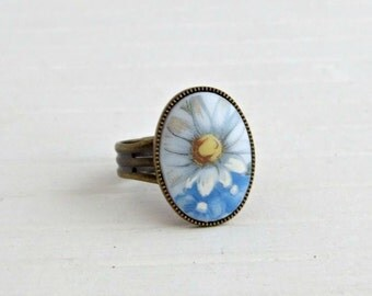 Daisy Ring ..  flower ring, white flower ring, floral ring, summer
