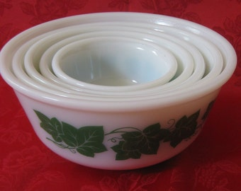 Vintage Set of 5 NESTING Ivy Bowls by Anchor Hocking