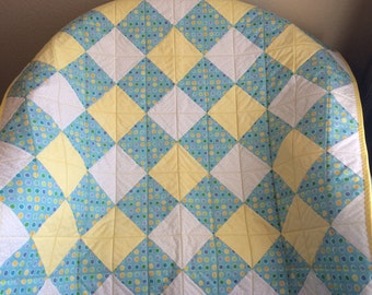 """A Beautiful 37.5"""" X 37.5"""" Quilt Of Yellow, White, Aqua and Polka Dots"""