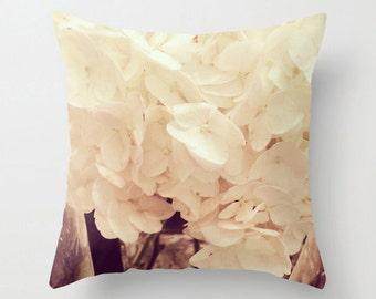 Creamy White Hydrangea Sofa Pillow, Flower Accent Pillow, Fleur Detail Throw Pillow Cover, Botanical Cushion 18x18 22x22 Decorative Cushion