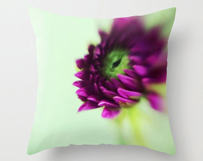 Purple Sofa Pillow, Dahlia Flower Bud Accent Pillow, Fleur Detail Throw Pillow Cover, Botanical Cushion 18x18 22x22 Decorative Cushion
