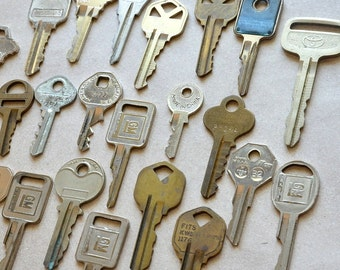Vintage Keys for Repurposing Projects, Lot of 23