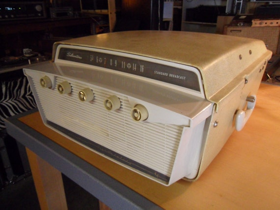 Items similar to Vintage Silvertone Record Player with AM ...