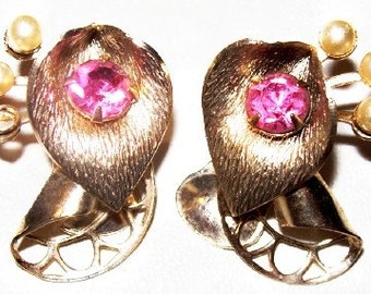 """Pink Rhinestone Clip On Earrings Faux Pearl Beads Calla Lily Flower Gold Metal 1 1/4"""" Vintage"""