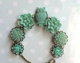 Cabochon bracelet in seafoam green