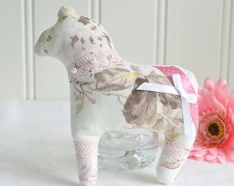 Dala horse, Dotty fabric horse ,Swedish floral  pink dalahäst, dala hast