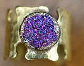 TITANIUM Druzy & Hammered Brass Keyhole Ring Size 7 - slightly adjustable