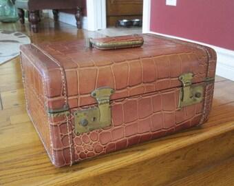Mid Century Cosmetic Train Case Display Travel Storage Suitcase