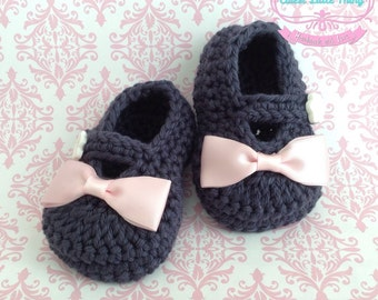 Crochet Baby Booties, Blue Crochet Booties with Pink bow, Mary Jane Baby Girl Booties, Baby Shoes