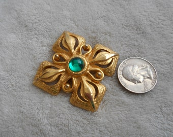 Vtg Pin-Beautiful Green Centered Victorian-P3911