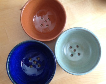 Soap Dish - Stoneware - Hand thrown - Soap Bowl - Draining Soap Dish