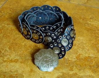 Vtg 90's S-L Black Moroccan boho hippie studded Etched silvertone concho flower Buckle medallion Leather Belt
