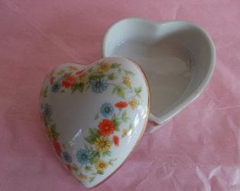 Vintage Mod Lefton Hand Painted Small Ceramic Heart Trinket Holder