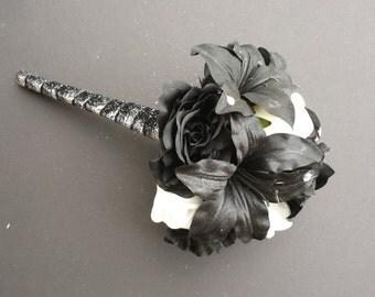 Toss Bouquet ? Throw Away Bouquet ? Black and White Bouquet