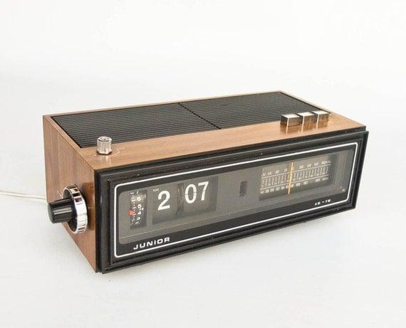 Vintage Flip Clock Alarm Clock Radio Transistor Junior