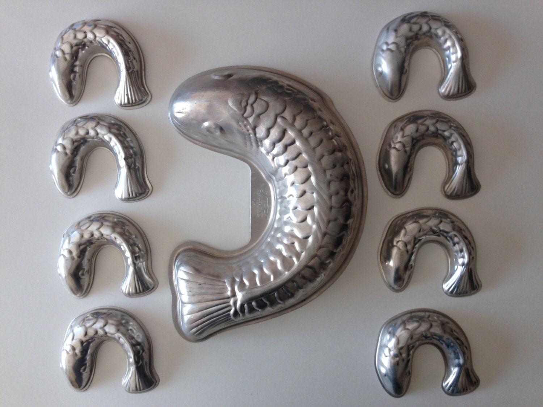 Fish shaped aluminum molds one large eight miniature cake for Aluminum molds for fishing