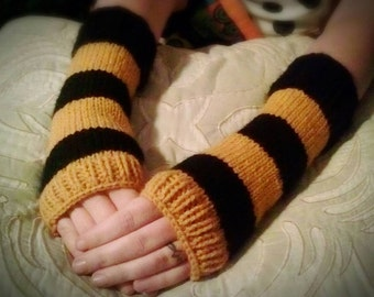 Hand knit fingerless gloves | Harry Potter Hufflepuff type gloves | Yellow and black color.