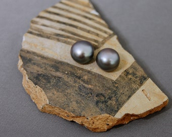Loose pearl pairs, peacock pearl pairs, earring pairs, jewelry supply, supplies, destash, pearl earring pairs, freshwater button pearl pairs