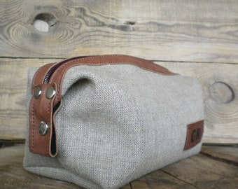 Linen toiletry bag, Cosmetic case, Rustic travel bag, Personalized gift, Zipper makeup pouch, Womans bag, Natural wedding gift, Shaving bag