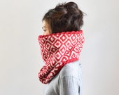 Ikat Merino Wool Cowl Scarf, Chunky Knit Cowl, Cable Scarf, Knit Infinity Scarf, Red & Oatmeal